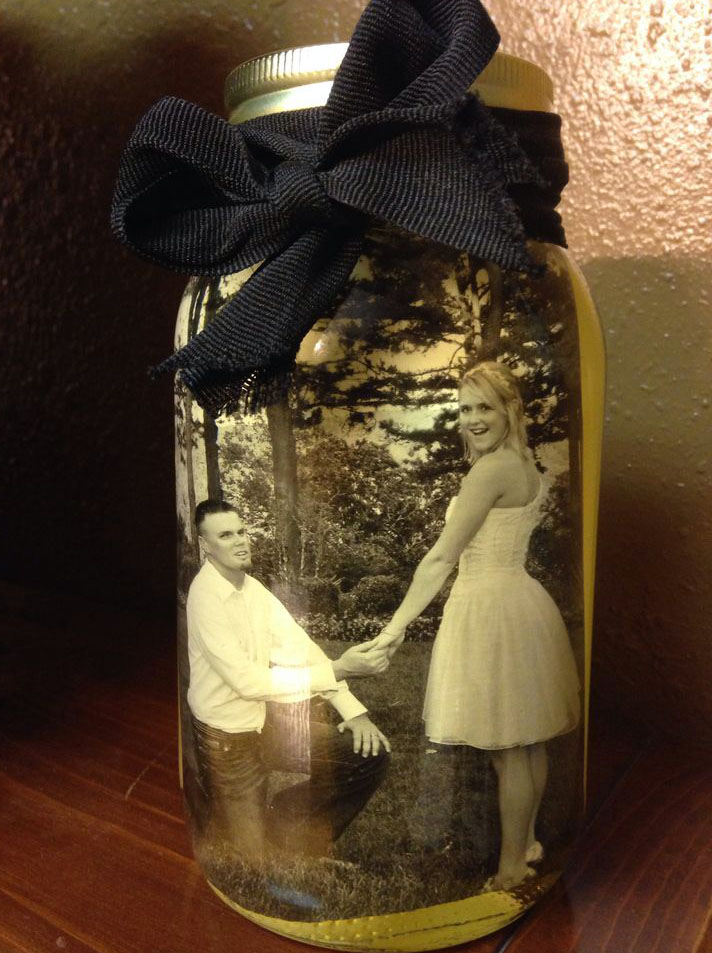 A Mason Jar Photo Frame